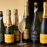 アニバーサリーシーンに最適なシャンパンやスパークリングワインもございます。