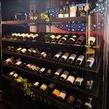 ワインセラーも完備した店内。接待や会食にご利用ください。