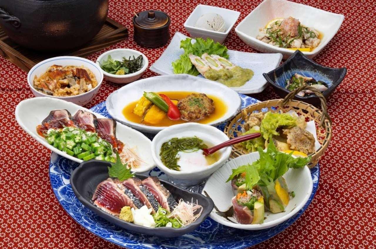 土佐料理を贅沢に味わえるコースを3,000円(税込)からご用意。