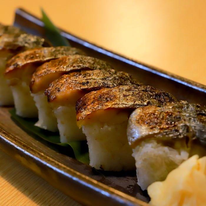 藁焼きはもちろん寿司や唐揚げなど様々なメニューをご用意