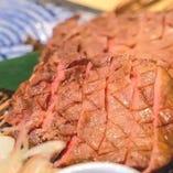 厚切り牛タンの藁焼き