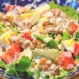 藁焼き若鶏のシーザーサラダ