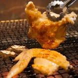 お酒の肴には手羽焼きなど鶏料理をご堪能ください。
