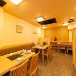 【1F】テーブル席・ソファー席・カウンター席(20席)