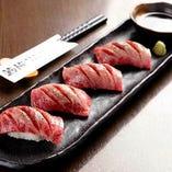 目の前で炙る格付A5山形牛炙り寿司、とろけます!