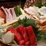旬の魚を日替りで入荷 お造りはもちろん、焼、煮魚もございます