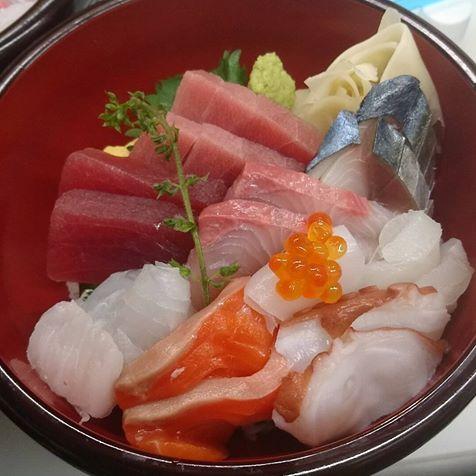 自慢の海鮮丼は必食!