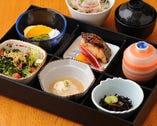 平日限定の彩膳は1800円とお得です。お昼の会食にどうぞ。