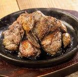 新得地鶏を炭火で豪快に焼いたミックス焼l