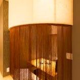 唯一の個室 行燈をイメージした個性的な空間