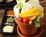 新鮮で瑞々しい野菜を自家製のタレにつけて召し上がりください。