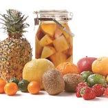 果実の風味が広がる漬け込み果実ハイボール♪