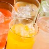 ハイボールやサワー、焼酎など約60種類から選べる飲み放題!