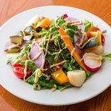 サラダをはじめ三浦の地野菜を使ったメニューが豊富です