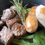 黒毛和牛のサイコロステーキ&イタリアンソーセージ
