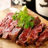 自慢のお肉を使った料理を中心に創作料理を多数ご用意してます。