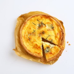 季節野菜とクリームチーズのキッシュ
