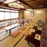 2F座敷は最大90名様までが 同じお部屋でお座りになれます。
