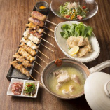 とりと自慢の土鍋スープを楽しめるお得なセット!串5種類、サラダ、鶏ももの唐揚げも付いた充実のラインナップ♪