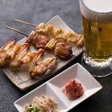 立ち呑み限定のお得なセット!ビールと串3種、肴ちょい盛り2種が付いています!