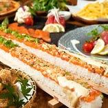 炙りチーズサーモンユッケ寿司