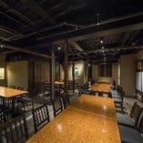 最大50名様まで収容可能な2階フロア。各種ご宴会に最適!