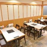 テーブル席個室(5~12名様)は、2部屋繋げて最大24名様までのご宴会も可能です