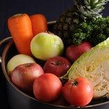 とんかつ用の自家製ソースは、新鮮な国産野菜をたっぷり使用