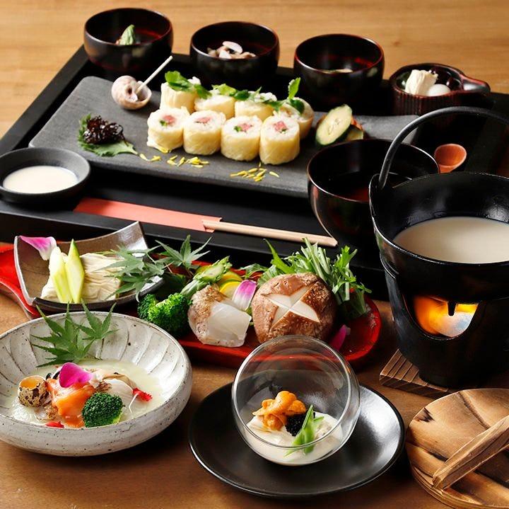 日光湯波巻をメインに旬食材を 使用した小鉢や汁物がついた御膳