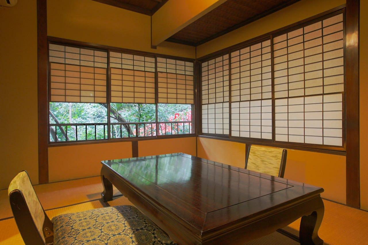 風格と趣漂う母屋の個室は築150年余