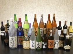 豊富な数の日本酒から地焼酎まで、取り揃えております。