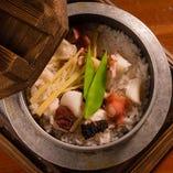 【自慢の釜飯】 お米本来の甘さや美味しさを存分にご堪能あれ