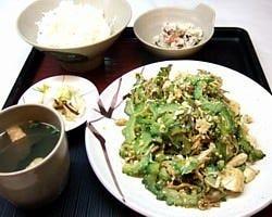 沖縄料理を始めとした料理約200種!