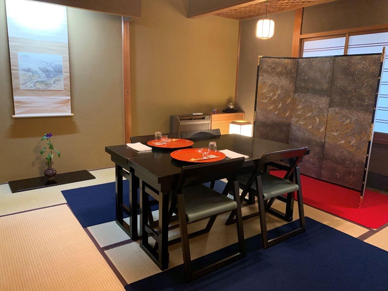 2~4名 テーブル席 河原町の中心にありながら閑静な空間