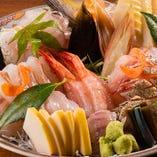 鮮度・旨味抜群のお魚に日本酒を合わせたら、もうお酒が止まりません!単品注文はもちろん、鮮魚が味わえるコース料理でもお楽しみいただけます