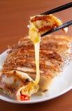 モッツアレラチーズとトマトの餃子
