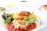 若鶏チーズ焼きのトマトソースオムライス
