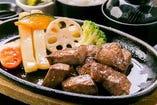 人気商品!牛カット鉄板ステーキ定食【ランチタイムのみ】