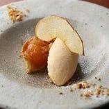林檎のタルト アイスクリームのせ