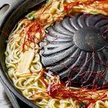 だしの旨みが麺にしっかりしみ込んだ焼ラーメンは〆におすすめ