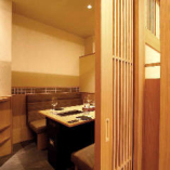 接待やデートに最適な、落ち着きのある個室は、2名・4名様用