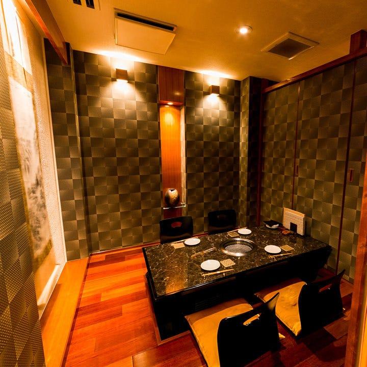 個室(4~6名様)も完備。接待や記念日など大切なシーンに最適です
