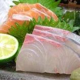 旬な季節のお魚のお刺身が愉しめるのも当店の魅力。