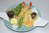『天ぷらの盛合せ』お酒の肴やご飯の友として最適!ボリュームたっぷり。