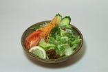 『野菜サラダ』地元の野菜を使用しております。フレッシュそのもの!!