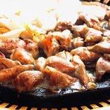 人気メニュー!ふっくら旨い「鶏肉の桜島溶岩焼き」