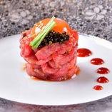 肉の生食加工室を併設。低温調理の逸品など数量限定でご提供