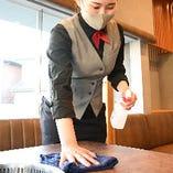 ◆入口、店内にアルコール消毒液を設置 テーブルや椅子、ドアノブなど共用部分の消毒も行っております