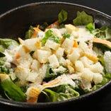 シーザーサラダ 680円(税抜) カリカリの食感をお楽しみください。
