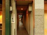 大通りとのコントラストで、 古都の趣きを満喫
